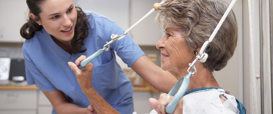rehabilitacja starszej kobiety