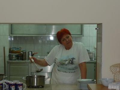 Okienko kuchni w stołówce